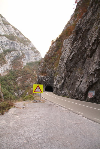 Warning, tunnel!