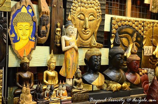 thai souvenirs in chatuchak