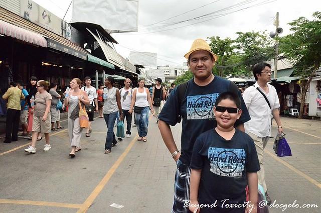 tourists in chatuchak market