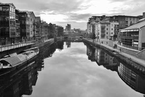 Leeds/Liverpool canal B&W