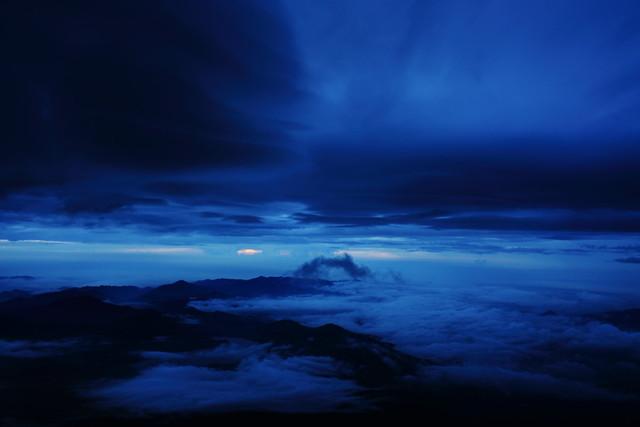 Sunrise from Mount Fuji (3/6)