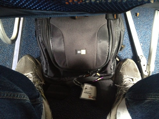 Case logic slrc206 fits under the airline seat