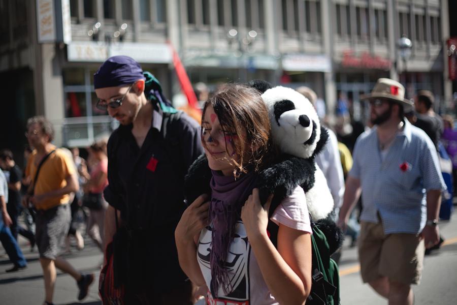 Manifestation nationale du 22 août: VERS LA PLUS GRANDE MARCHE DE L'HISTOIRE DU QUÉBEC [photos Thien V]