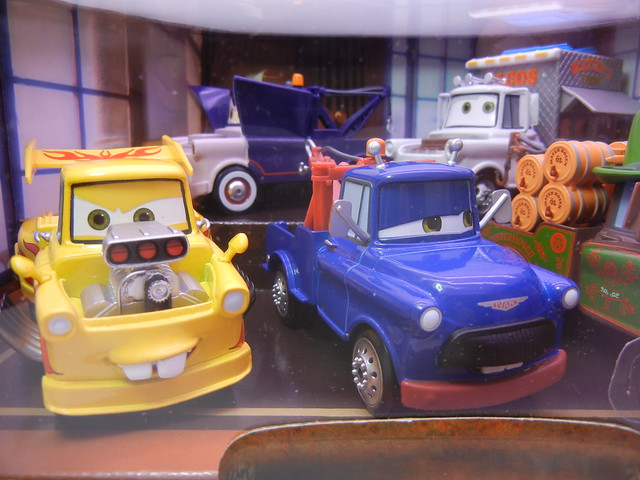 disney store cars 2 mater rama set (2)