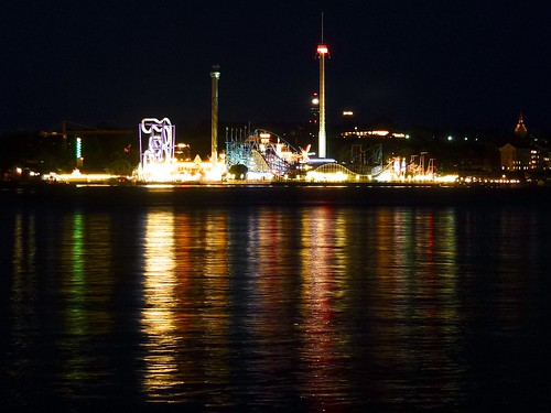 Gröna Lund at night