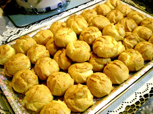 Cream puffs for dessert