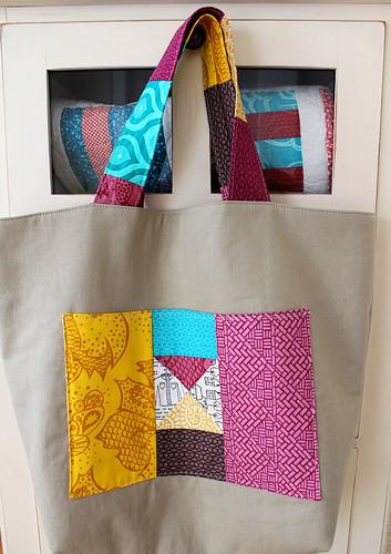 Outer pocket on love circle swap bag