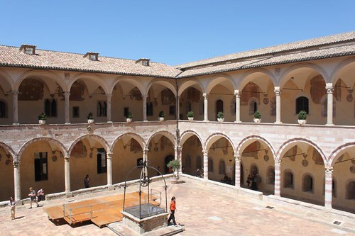 20120810_5195_Assisi-basilica-SF-cloisters