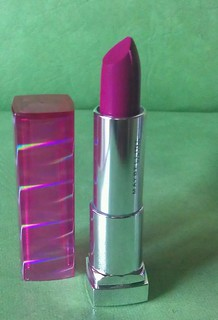 Fuscia Crystal Maybelline The Jewels by Colorsensational lipstick