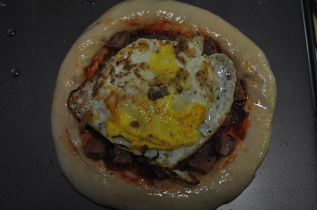 meat and egg pizza 08