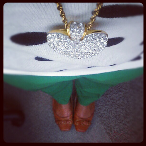 I feel like I would fit nicely in a @katespadeny ad today. Polka dot sweater, green pants & just a touch of bling! #ootd