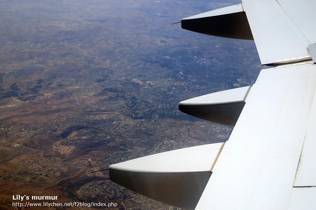 下面就是耶路撒冷囉!雖然只是飛越過,但也算是經過了。