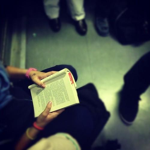 Cualquier sitio es bueno para leer #fomentandolalectura by rutroncal