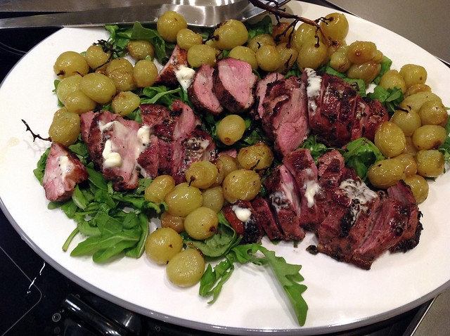 Grilled duck breasts with crème fraîche and roasted grapes