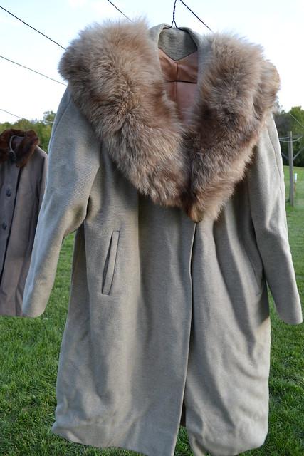 vintage-tan-coat-with-blonde-fox-fur-collar