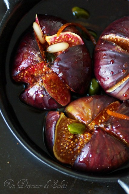 Roasted figs with red wine