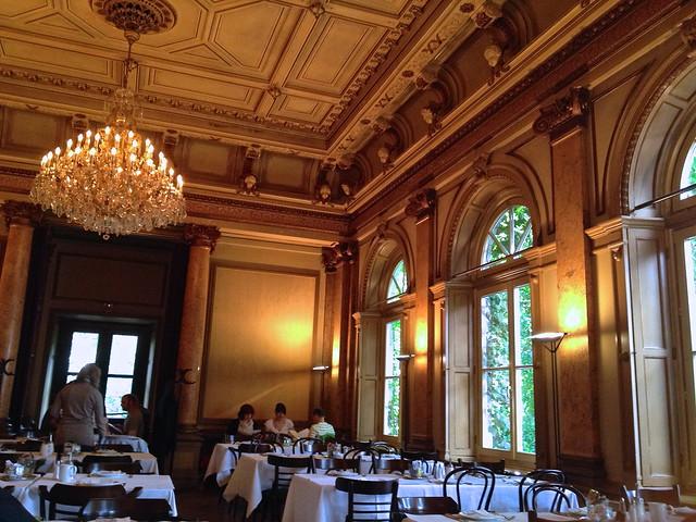 Uitgebreid ontbijt in Literaturhaus Café in Hamburg