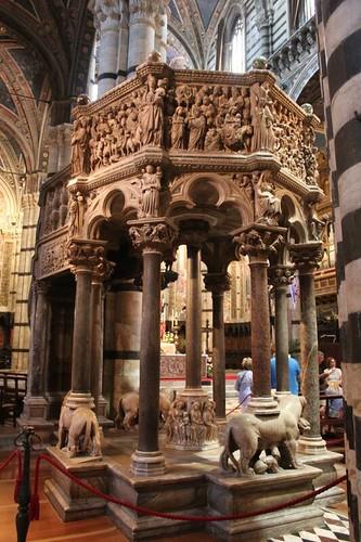 20120808_4998_Siena-duomo-interior-Pisano-pulpit