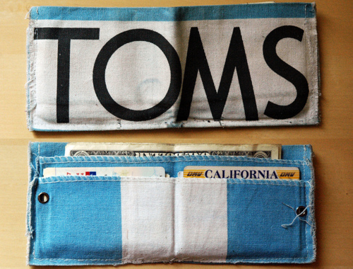 TOMS wallet