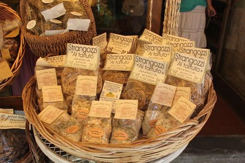 20120809_5106_Arezzo_pasta-shop