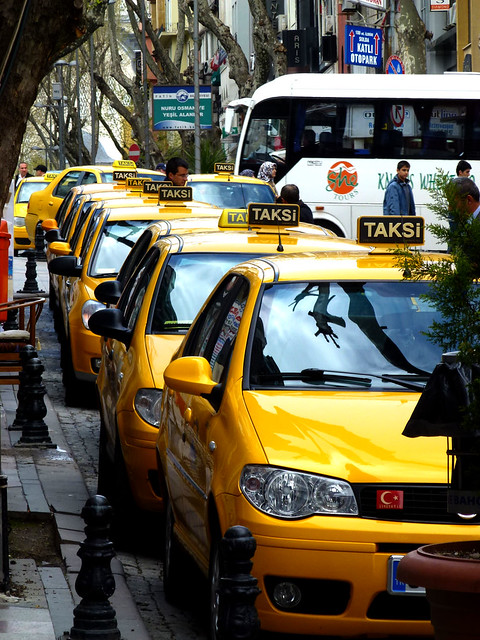 Istanbul - avril 2012 - jour 2 - 063 - Nuruosmaniye Caddesi