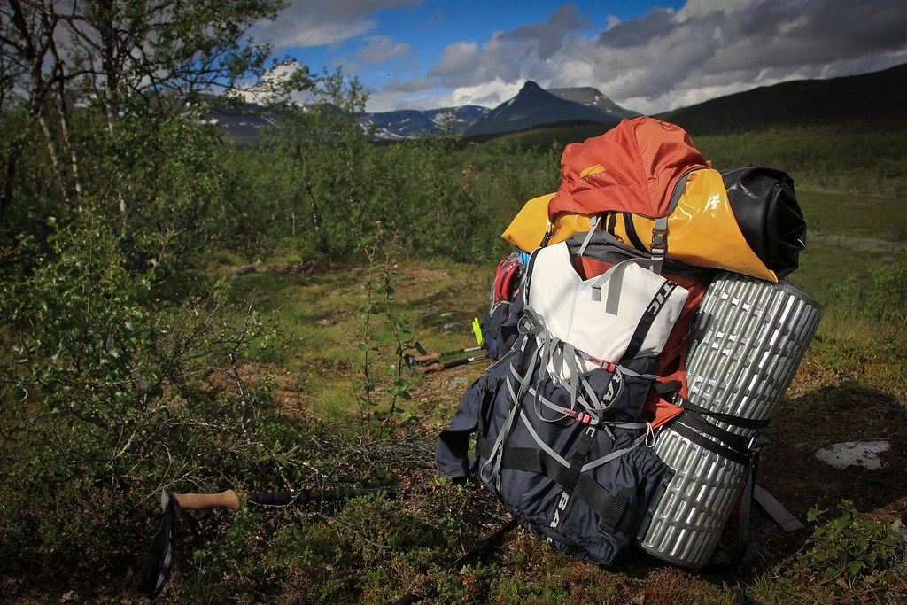 A lightweight pack? Not with a packraft on top :-S