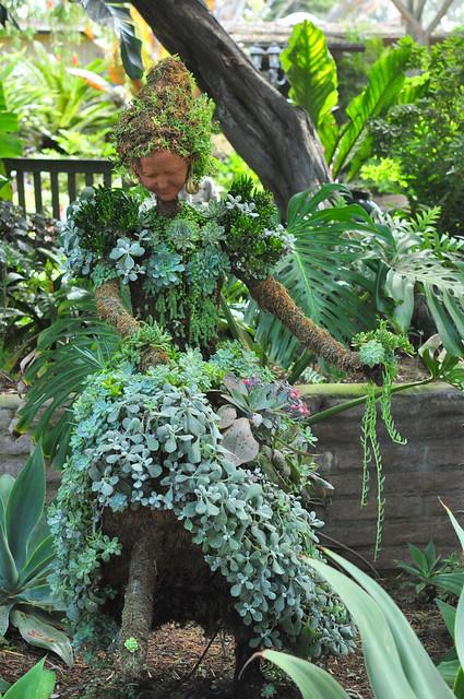 topiary spectator