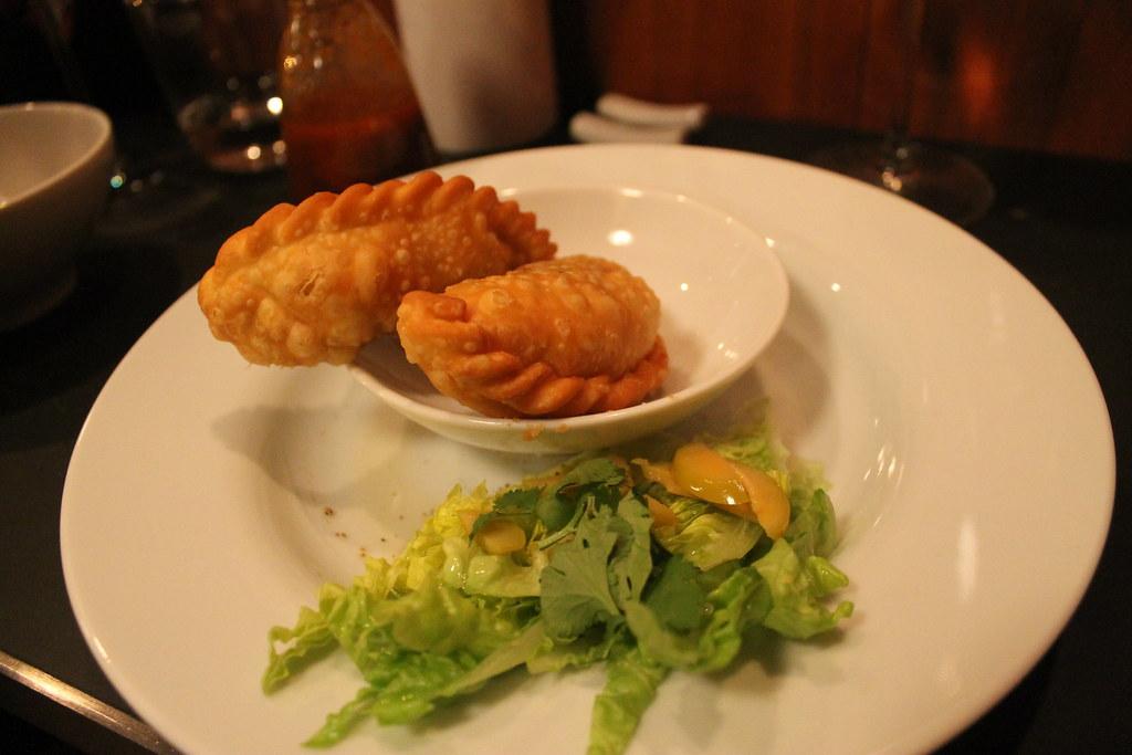 Empanadillas de pollo y cuitlacoche en Chifa