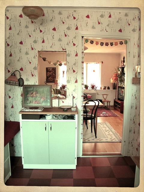 Kök med hål i väggen