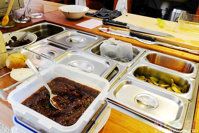 29203089793 bd30bfcae0 z - 使用小農有機蔬果產品的全蔬食料理餐廳《Algernon Food Meet.鬍丘》,在老屋裡享用有著性格落腮鬍的老闆製作的全素餐點囉!(已歇業)