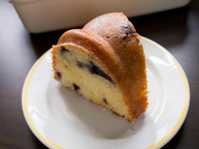 blueberry buttermilk bundt slice