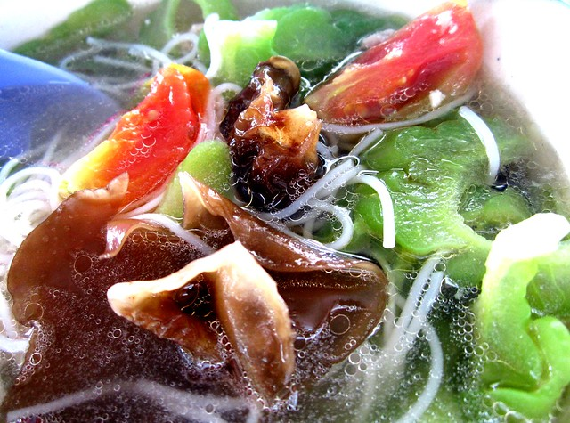 Black fungus & tomatoes