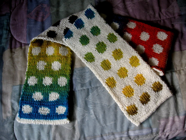 Disappearing Dots Scarf 1d
