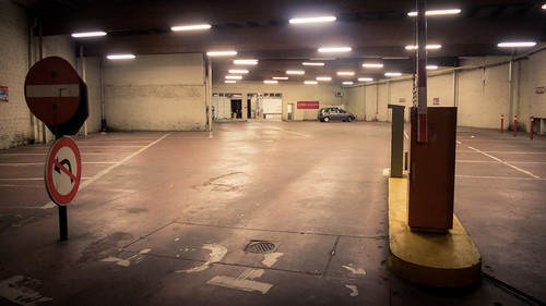 Alone in the Parking (Liège, Belgium) - Photo : Gilderic