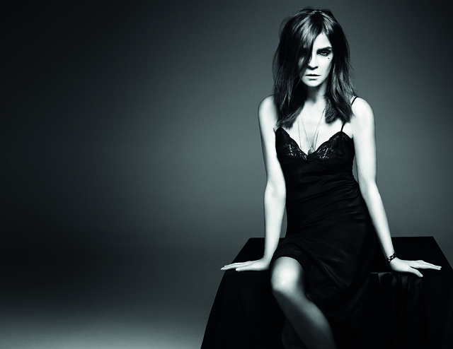 CarineRoitfeld-Beauty-300