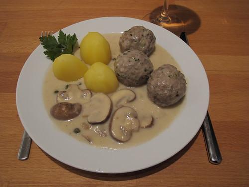 Königsberger Klopse mit braunen Champignons