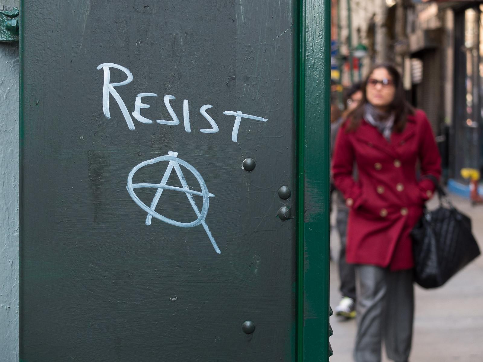 Resist by wwward0