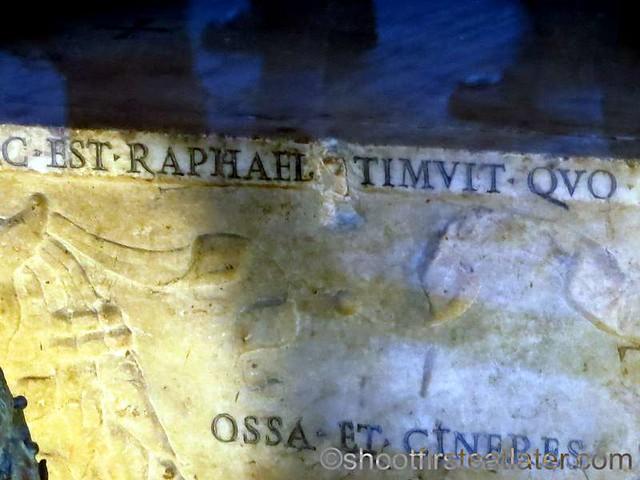 Pantheon - tomb of Raphael-002