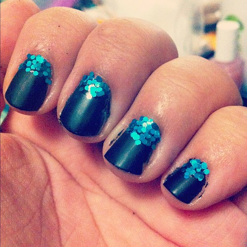 Black and blue #nails #sparkles