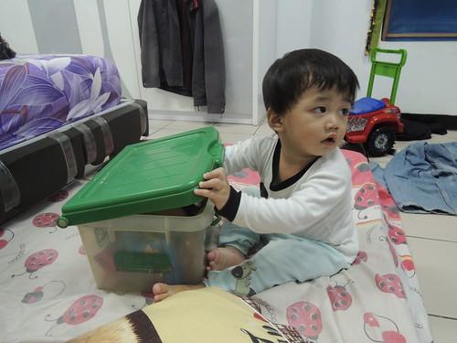 Eon Watching TV (2) by adi pratama 001