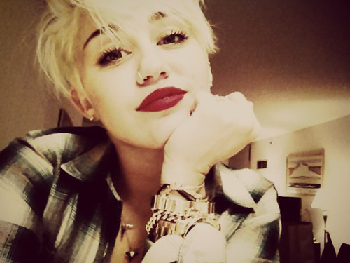 miley-cyrus-2012-short-hair-picture
