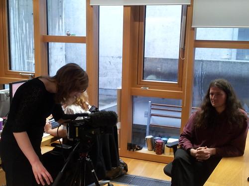 Catriana Deeprose aig BBC Craoladh nan Gàidheal a' tadhal air a' Phàrlamaid