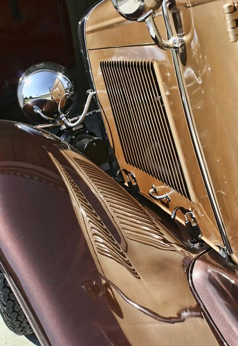 Handsome classic Ford reflecting its own beauty. ;) Copyright Liberty Images/Jen Baker; all rights reserved.