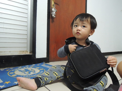 Eon Playing With Dad's Bag by adi pratama 001