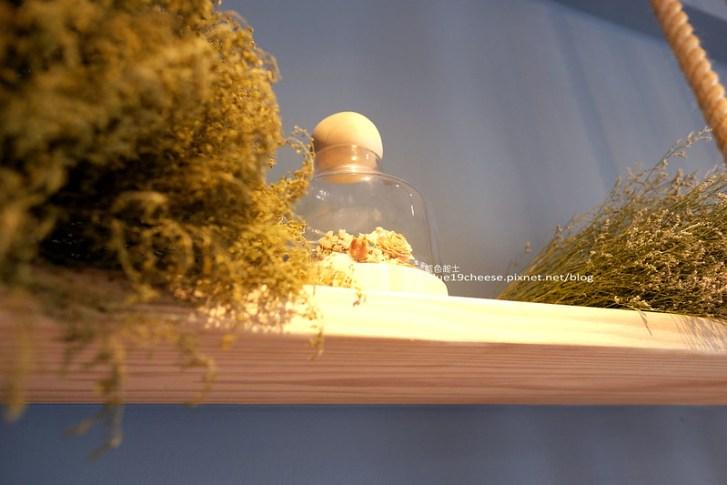 28985676644 6845a9701c c - 花夏入室Fasha Room-城市裡的小浪漫花園.乾燥花咖啡館.女孩兒戴上花圈手拿捧花.夢幻少女花仙子女神照.台中IG熱門打卡點