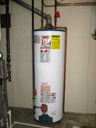 古い温水器