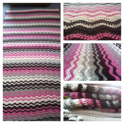 The blanket for Karítas is finished! #crochet #blanket #finished #happydance #white #pink #brown #gray