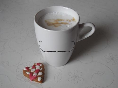 Cappuccino zu Herzplätzchen
