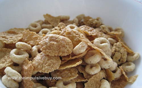 Honey Nut Cheerios Medley Crunch in tha' bowl