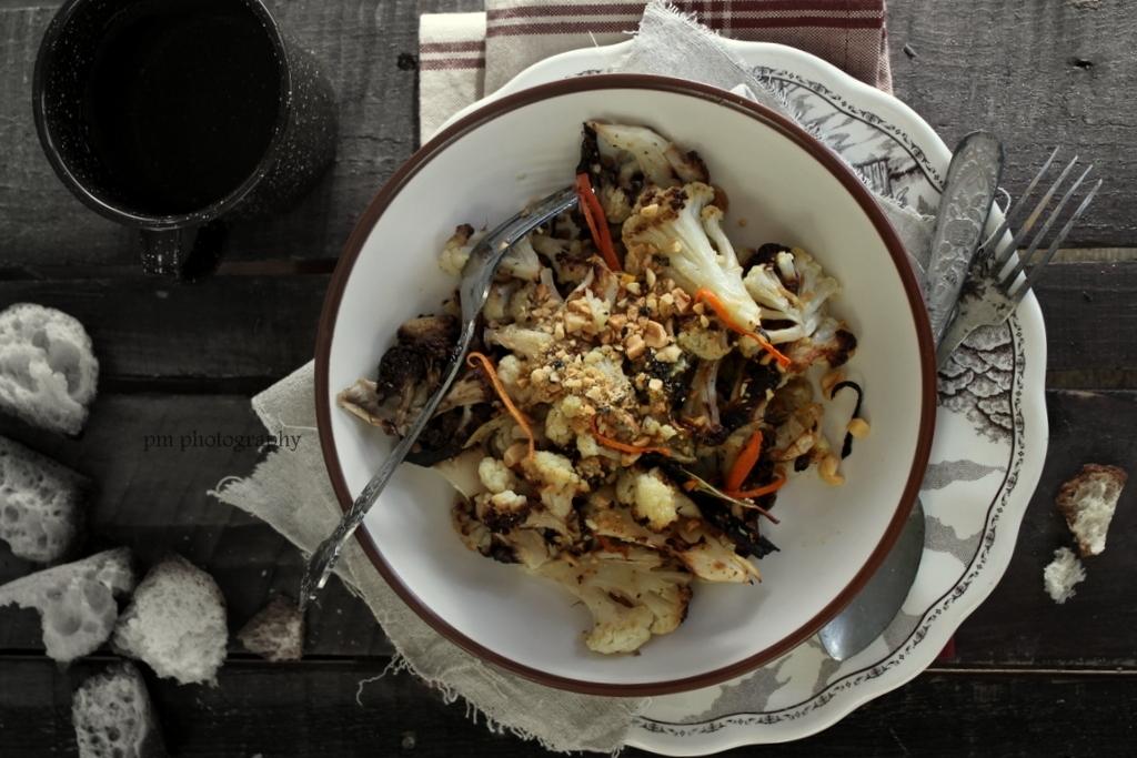 Cavolfiore al forno agrumato con arachidi croccanti e pepe nero
